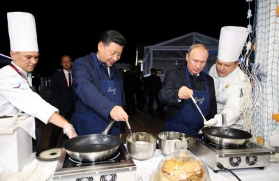 Putin and Xi make pancakes