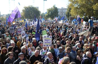 Hundreds of thousands march against Brexit in London