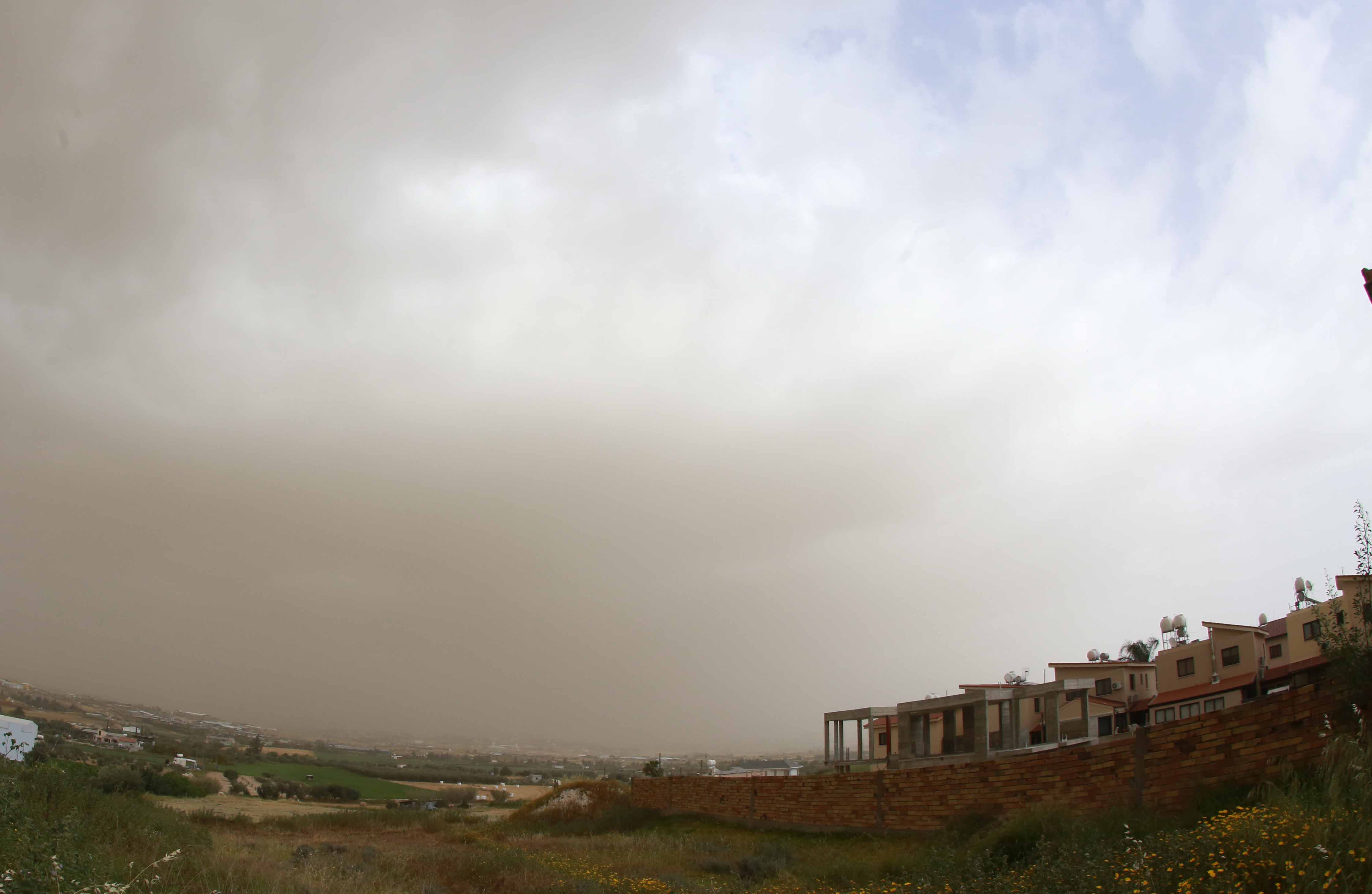 Officials meet to discuss state response to dust