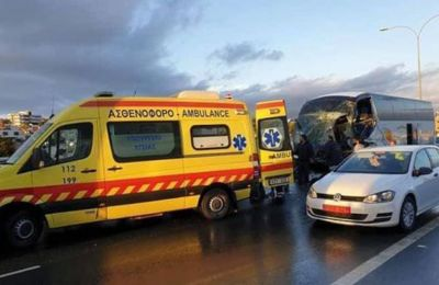 A bus carrying high school students almost tipped over after colliding with a tow truck in Limassol heavy traffic